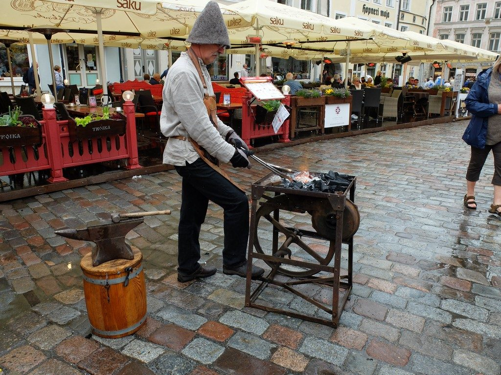 Tallinn sokaklarında zaman yolculuğu 23